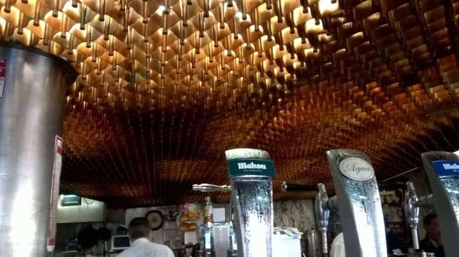 Le plafond de cuivre du café el Diamante