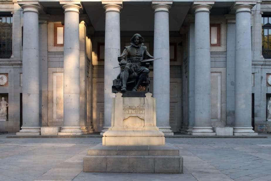 La statue de Velazquez devant le Prado