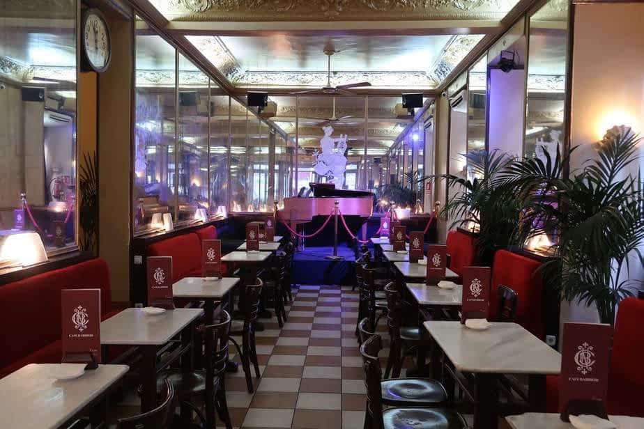 La grande salle du café Barbieri