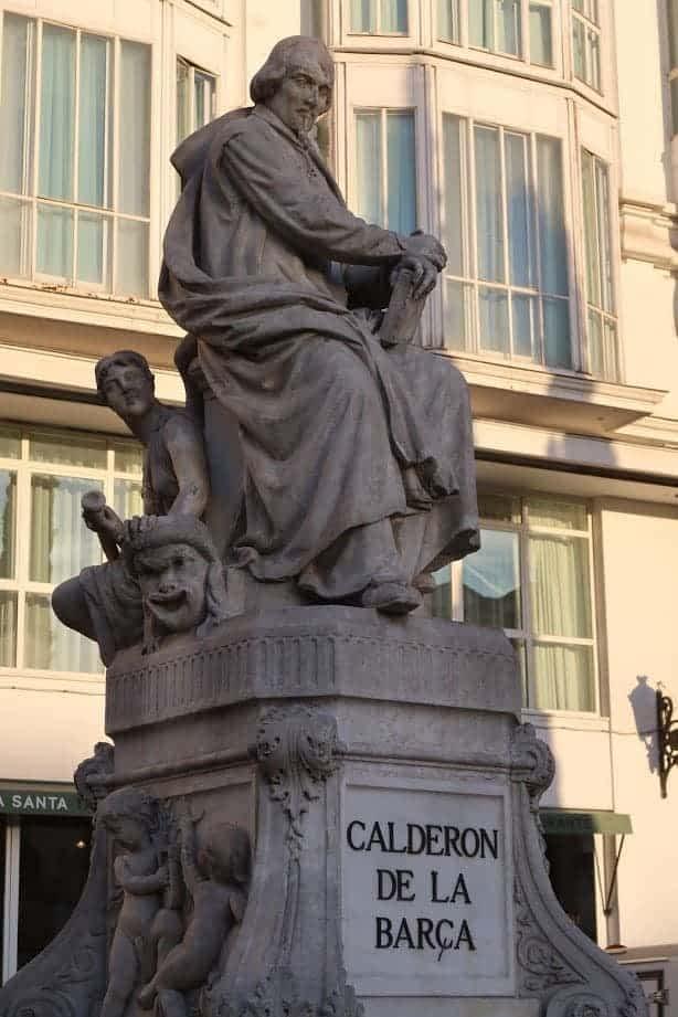 Statue de Calderon de la Barca, plaza Santa Ana Las Letras